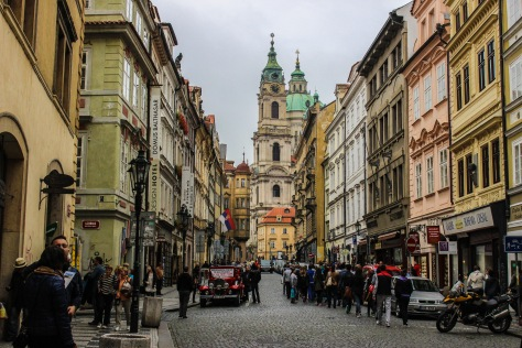 afternoons on the avenue in prague